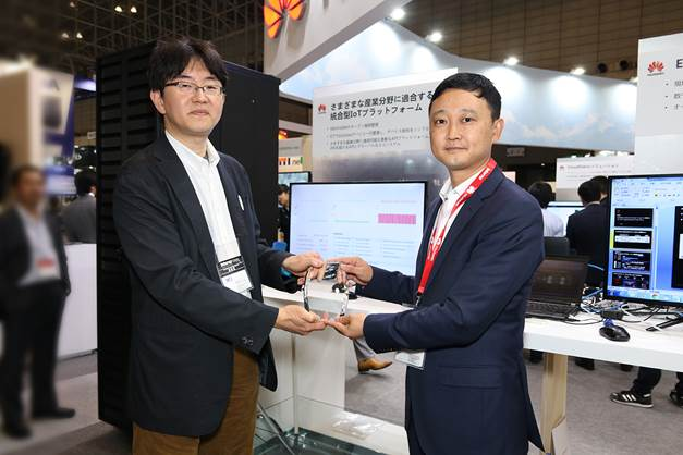 The E2E NB-IoT Service Quick Development Kit with Huawei SoftRadio and IoT Cloud Platform wins the Grand Prize in the Demonstration Category