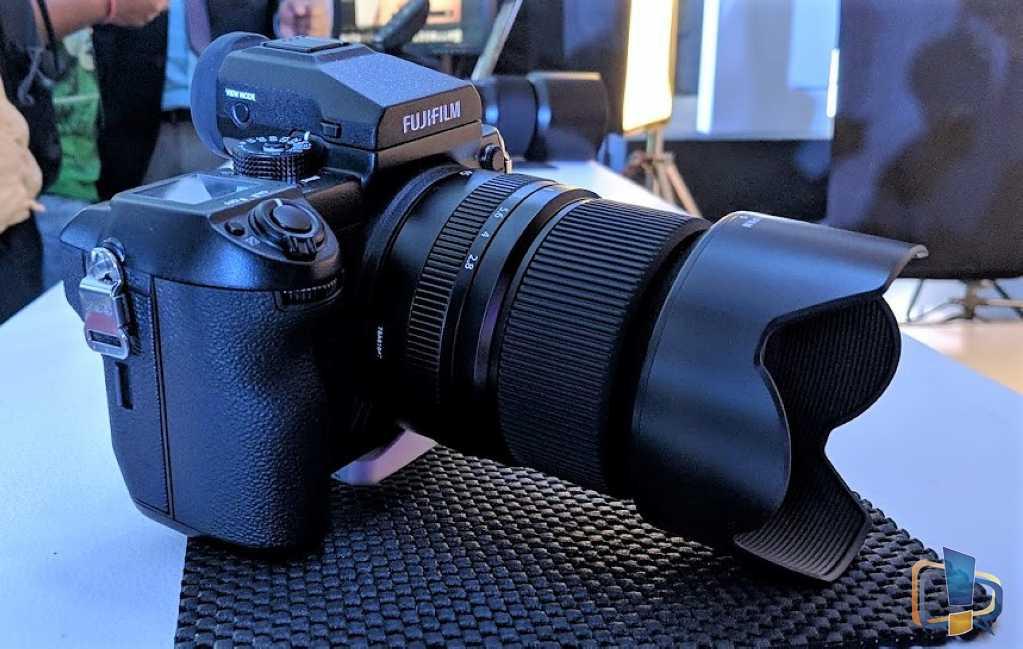 Fujifilm GFX50s Right View